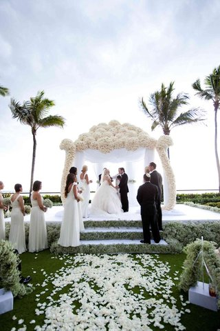 white-rose-chuppah-and-babys-breath-steps
