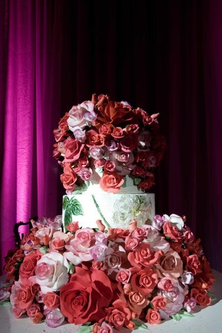 sylvia-weinstock-cake-with-sugar-roses-and-hand-painted-tier