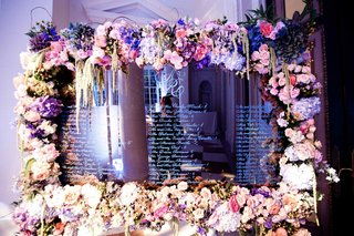 wedding-seating-chart-on-mirror-with-flower-border