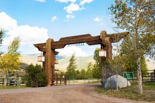aspen-colorado-wedding-ceremony-and-reception-at-chaparral-ranch-woody-creek-fall-wedding
