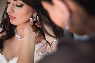 sparkling-crystal-pearls-bridal-makeup-getting-ready