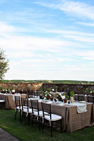 long-rectangular-table-with-natural-tone-linens