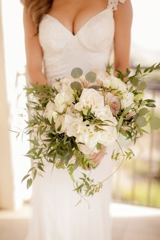 amy-crawford-holding-bouquet-of-white-and-pink-roses-greenery-freshly-picked-organic-bouquet-ideas