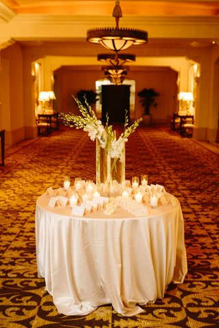 escort-card-table-with-arrangement-of-white-gladiolus