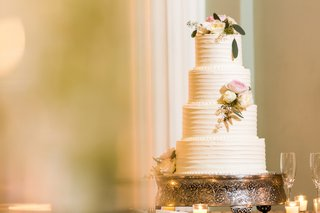 strawberry-cake-with-buttercream-frosting-ribbed-wedding-cake-frosting-fresh-flowers-on-top-and-tier