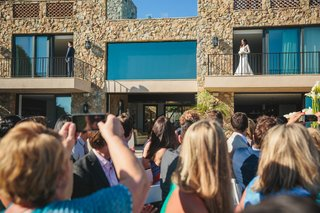 bride-and-groom-public-first-look-before-the-ceremony-on-balcony