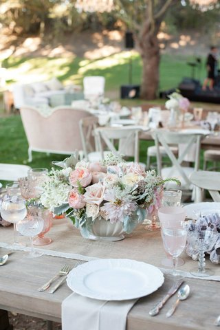wood-table-with-burlap-runner-and-blush-wedding-centerpiece