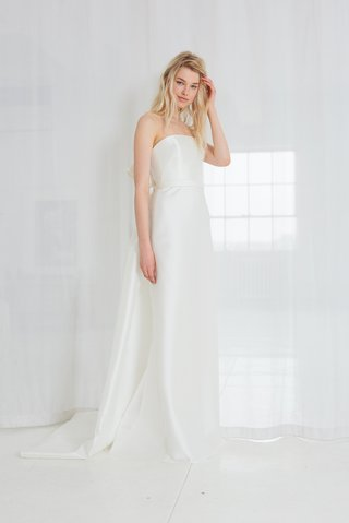 elona-by-amsale-spring-2018-silk-magnolia-strapless-slim-bias-cut-gown-with-bow-detail-train