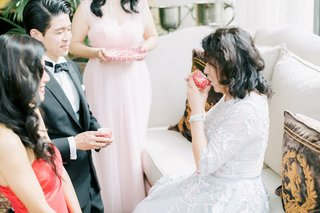 hong-kong-taiwan-wedding-tea-ceremony-mother-of-the-bride-in-white-lace