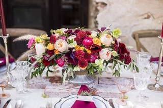 foxtail-florals-marsala-wedding-centerpiece-and-napkins