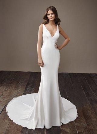 badgley-mischka-bride-2018-collection-wedding-dress-bentley-v-neck-silk-satin-bridal-gown-train-slim