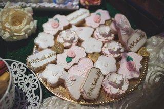 pia-toscano-american-idol-jimmy-ro-smith-jennifer-lopez-wedding-cookies-couple-hashtag-flowers-pink