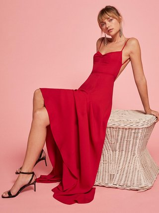 reformation-red-bridesmaid-dress-thistle-in-cherryopen-back-ruched-sweetheart-neckline