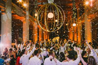 wedding-guests-dancing-at-reception-with-confetti