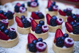 graham-cracker-crust-with-fresh-berries