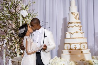 shannon-and-tahir-whitehead-kiss-wedding-cake-white-gold-masterpiece-second-galia-lahav-wedding-gown