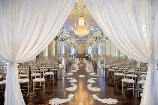 the-biltmore-ballrooms-neutral-wedding-ceremony-decorations
