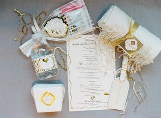 welcome-bag-favors-for-destination-wedding-wedding-itinerary-with-water-bottle-luggage-tag-and-more