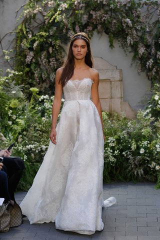 monique-lhuillier-spring-2017-ellery-wedding-dress-with-chantilly-lace-ball-gown-with-pleated-skirt