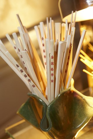 chopsticks-with-red-chinese-characters-for-cocktail-hour-at-wedding