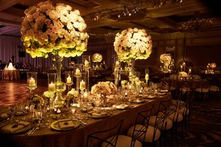 wedding-reception-in-chicago-tall-high-centerpieces-with-candlelight-romantic-sexy-lighting