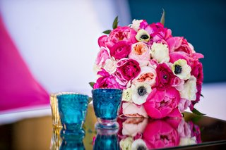 pink-peony-peach-rose-ranunculus-flowers-and-anemone-bouquet-on-mirror-table