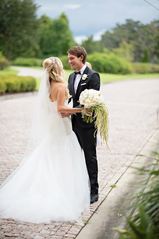 groom-in-tux-sees-bride-for-first-time-at-italian-venue