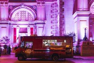 the-eddies-pizza-truck-outside-weylin-b-seymours-wedding-venue-with-purple-lighting