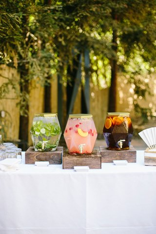 wedding-drink-station-with-wood-box-cucumber-mint-water-peach-strawberry-lemonade-iced-tea-gold