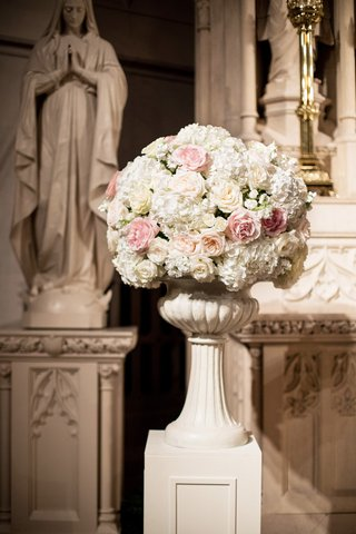 large-blush-and-ivory-floral-arrangement-in-church-with-roses-and-hydrangeas