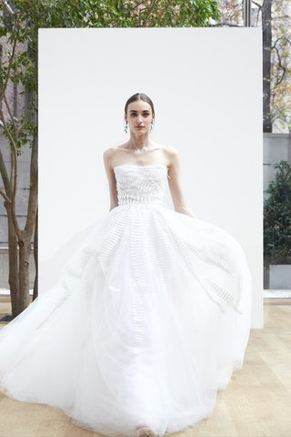 yue-oscar-de-la-renta-spring-2018-ivory-silk-tulle-ball-gown-with-dimensional-fern-embroidery