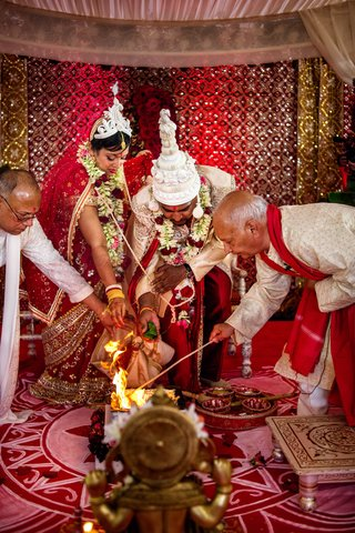 bride-and-groom-participate-in-agni-puja-indian-tradition