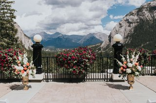 banff-wedding-mountain-views-white-and-magenta-gladiolus-peach-roses