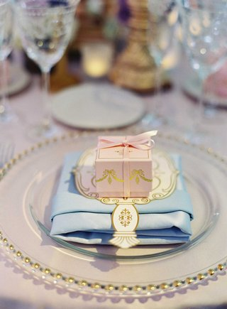 bottega-louie-french-macaron-wedding-favor-in-pink-and-gold-box-with-bow