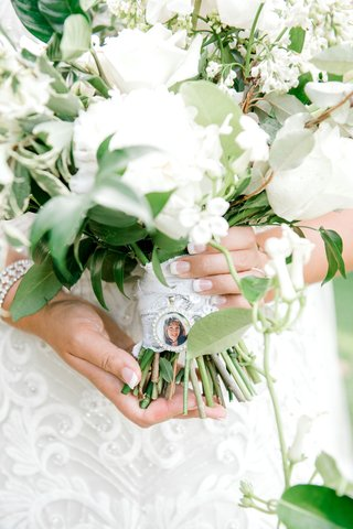 wedding-bouquet-with-lace-wrap-charm-for-late-loved-ones-french-manicure-white-flowers-bouquets
