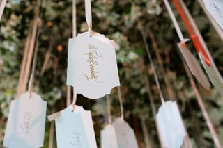 wedding-place-cards-suspended-from-a-tree-with-ribbon