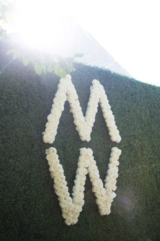 m-and-w-initials-in-roses-on-green-hedge-wall-for-wedding-reception