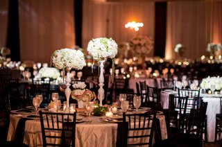 black-and-white-reception-decor-white-and-green-flowers-ambient-lighting