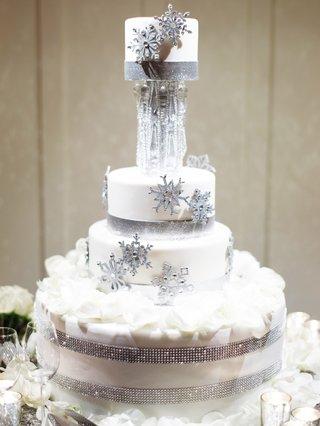 winter-wedding-cake-idea-snowflake-glitter