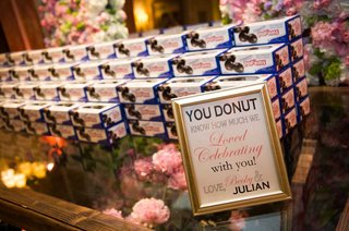 wedding-favors-of-entenmanns-donut-boxes
