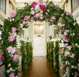 garland-of-greenery-in-church-with-pink-peonies