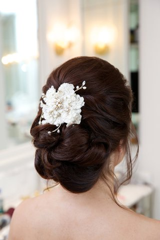 loose-wedding-hair-updo-with-white-flower-clip