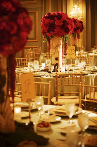 round-tables-with-tall-floral-centerpiece