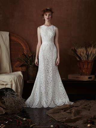 maria-by-isabelle-armstrong-spring-2018-sleeveless-gown-intricate-art-nouveau-lace-floral-pattern