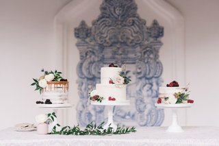 wedding-cake-selections-three-cakes-with-flowers-berries-greenery-outdoor-courtyard-wedding