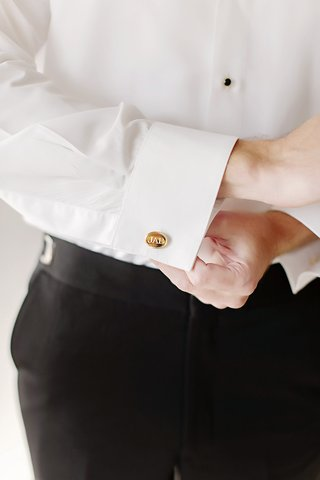 groom-with-golden-cuff-links-engraved-with-his-initials