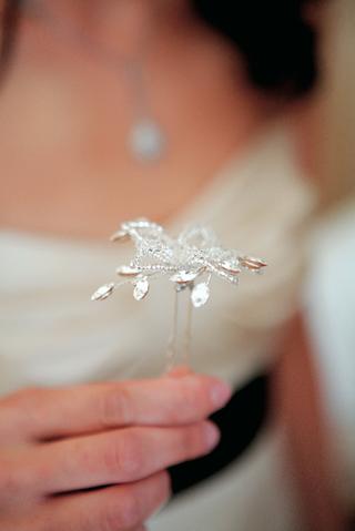 rhinestone-hairpin-for-wedding-veil