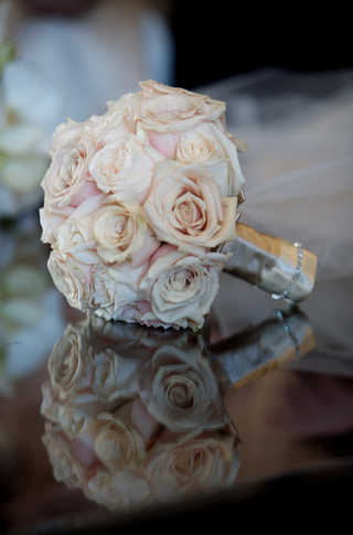bridesmaids-bouquet-of-pink-and-white-roses