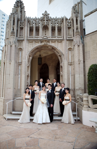 bride-and-groom-with-their-bridal-party-at-westwood-united-methodist-church