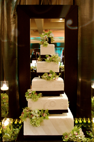 white-wedding-cake-with-green-flowers